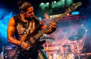 Limehouse Lizzy performing
